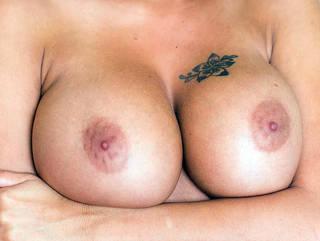 Las tetas más bonitas de mujer desnuda en el mundo.